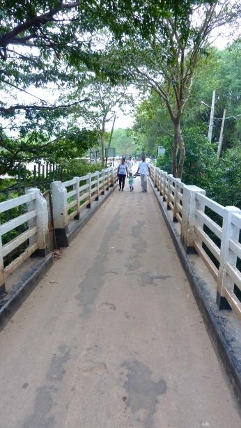 Bridge over Menik River