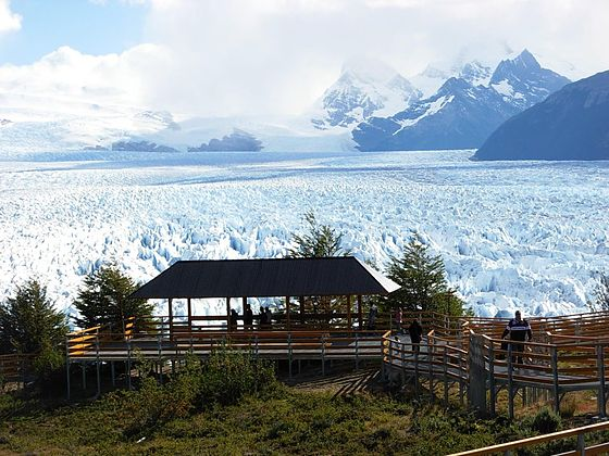 560px-walkways_close_to_perito_moreno_glacier
